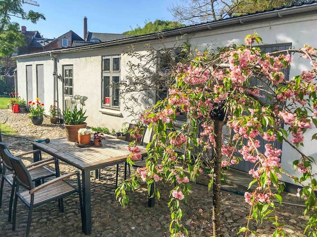 "Central Vejle all you need & courtyard ""The Suite"""