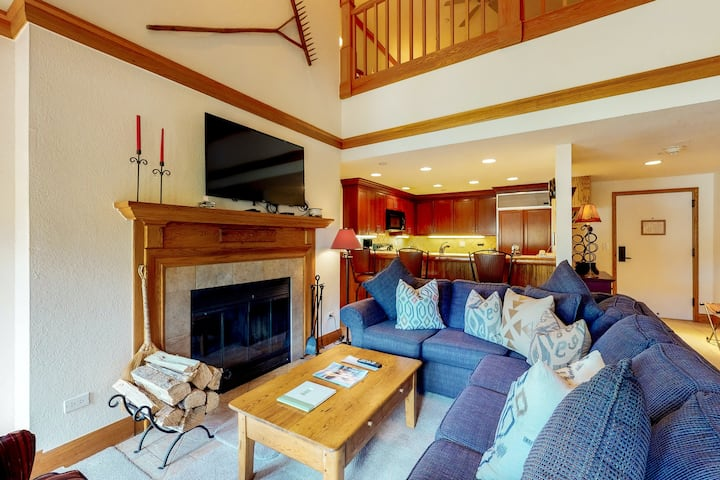 Mountain view condo w/ balcony, wood fireplace, WiFi, W/D & shared hot tub/pool!