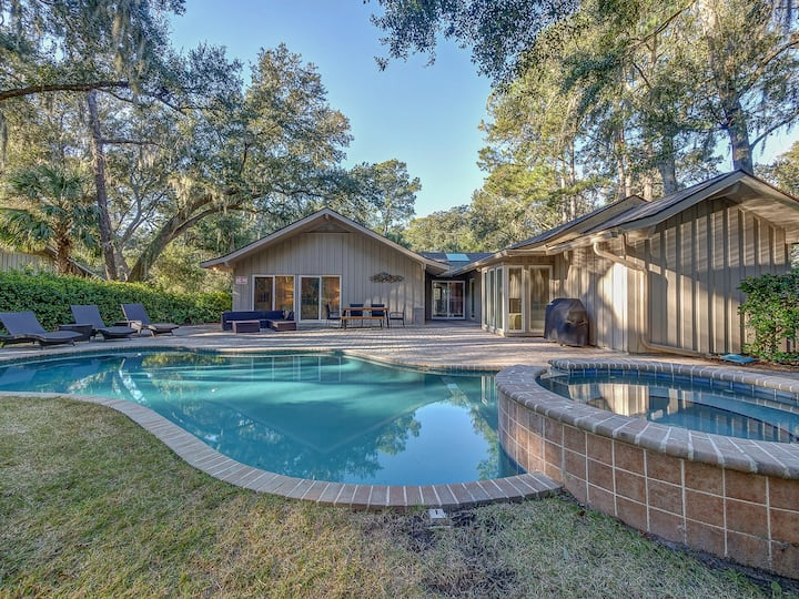 15 Deer Run Lane- This is an adorable 3 bedroom, 3 full bath home, nestled in the heart of Sea Pines.