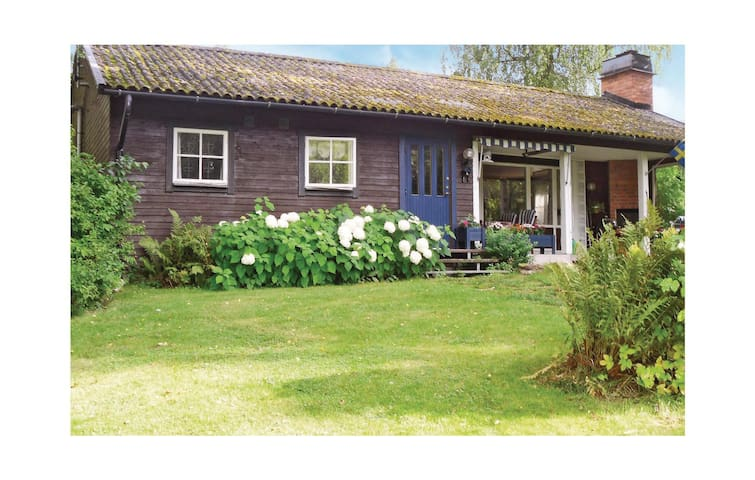 Holiday cottage with 2 bedrooms on 83 m² in Gyttorp