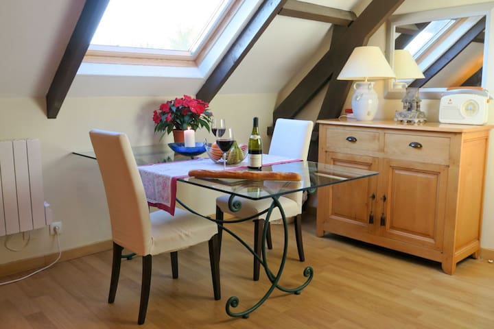 Spacious barn apartment for 2 in heart D Day Beaches, tours, Llamas and more!