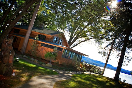 Luxurious Lake House