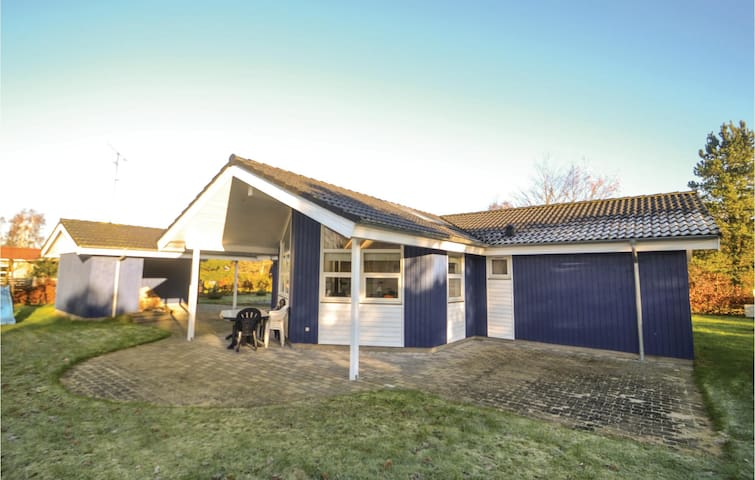 Holiday cottage with 3 bedrooms on 100 m² in Ørsted