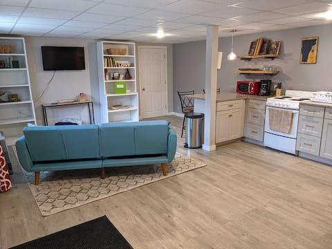 Cozy Riverfront Guest Suite