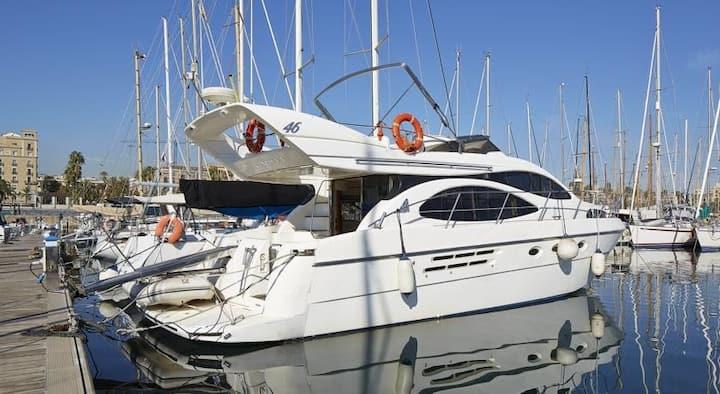 Modern Flybridge Yacht for your stay in Barcelona