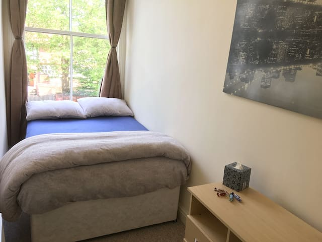Manchester: Private Comfy Room -Close City Centre