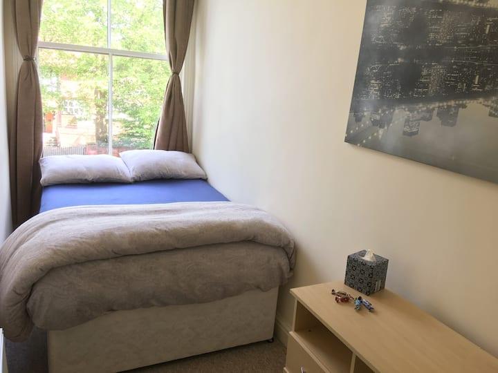 Manchester: Private Comfy Room -Close City Centre