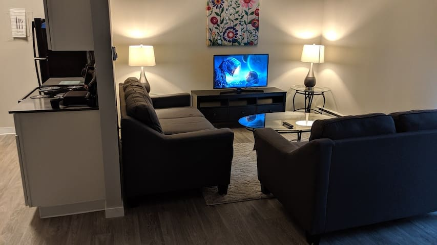 Seattle Hideaway Suite: Spacious, Private, & Comfy