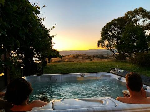 Spectacular Views* Hot Tub * Spacious Homestead