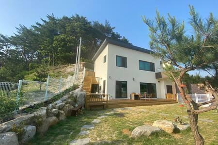 Grimban/Iya-based house (near Ojukheon)