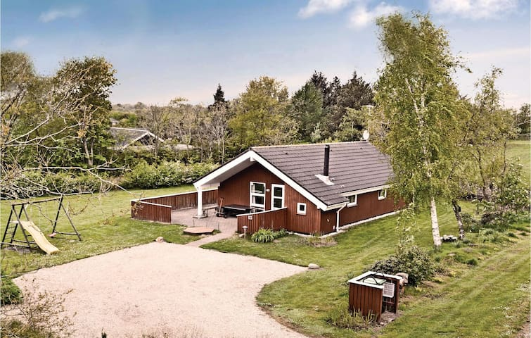 Holiday cottage with 3 bedrooms on 92m² in Oksbøl
