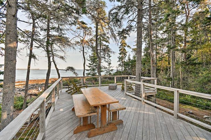 Prospect Harbor Oceanfront Cottage on 2.5 Acres!