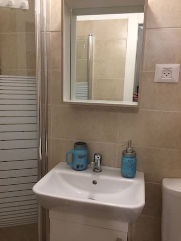 Jabotinsky Bedroom w/Bathroom - Ashdod - Appartement