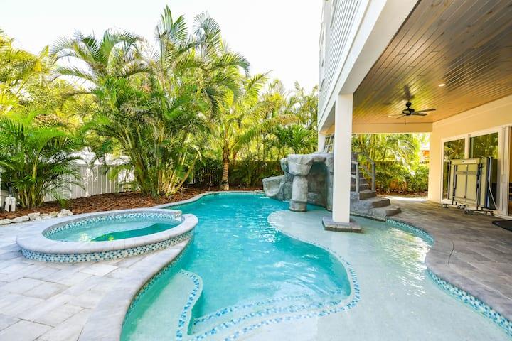 Atlantis Beach House - Incredible 9 bedroom luxury vacation home! Close to beach, pool, spa, waterslide!