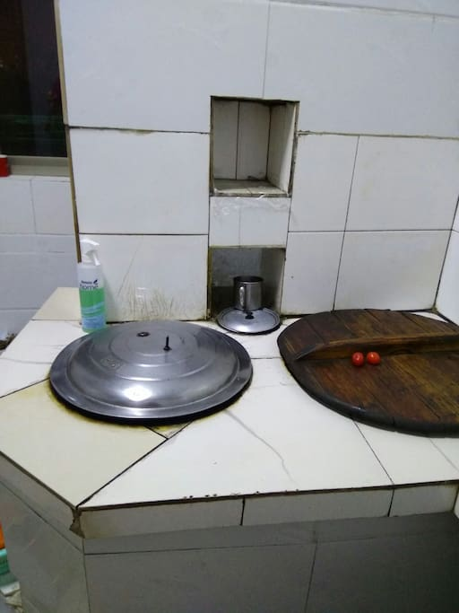 保留原来的土灶,可以体会生火做饭。