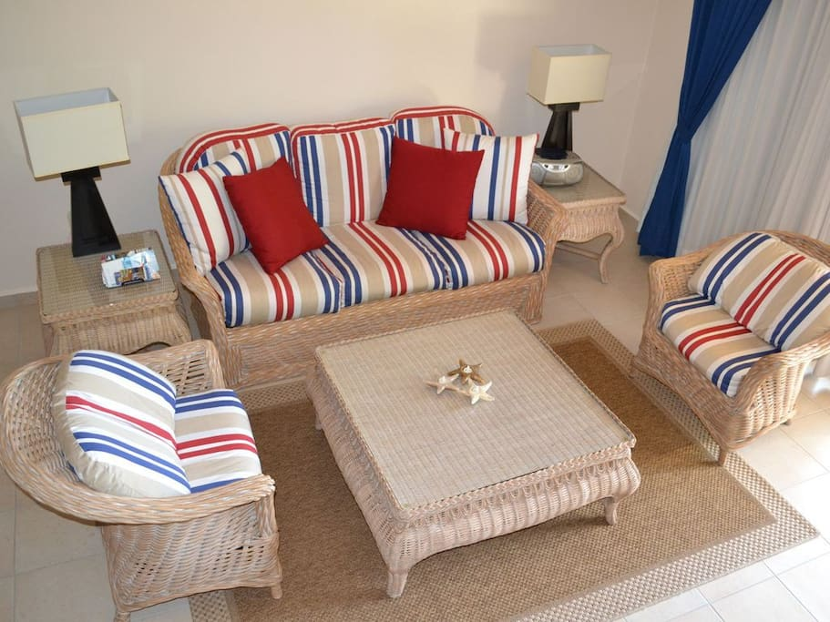 Nautical inspired deccor with plenty of space to relax
