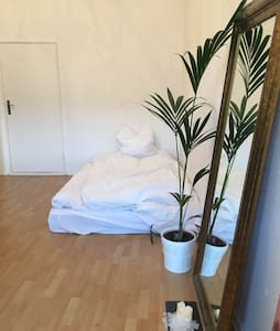 Central Room with Balcony - Berlim - Apartamento