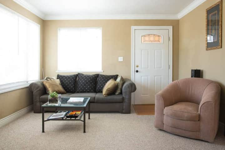 Nice one bedroom apt, near downtown Redwood City!!