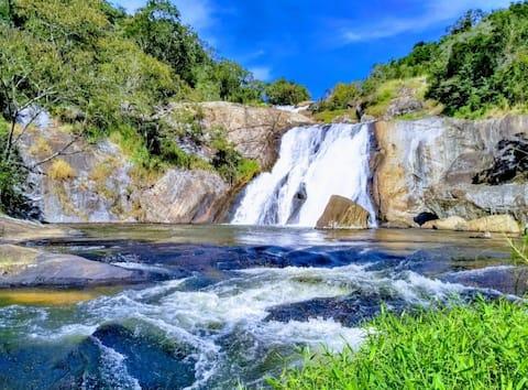 Casa ao lado da Cachoeira
