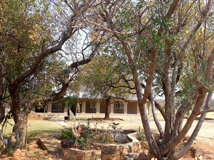 BajaPlaas, Guest lodge and Game farm (Opstal)