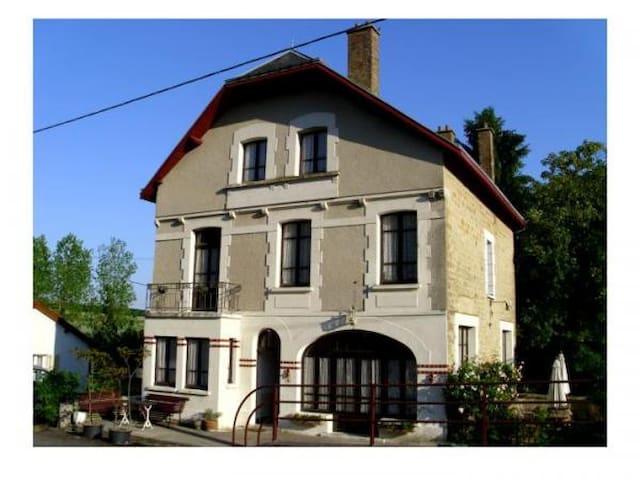 Een prachtig, karakteristiek familiehuis.