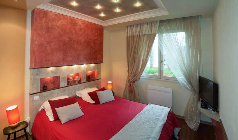 Belle chambre double avec salle de bain privative