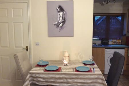 Modern one bedroom house near Stonehenge - Shrewton - 獨棟