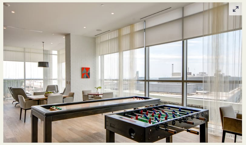 Baltimore seaside view master room/luxury apt
