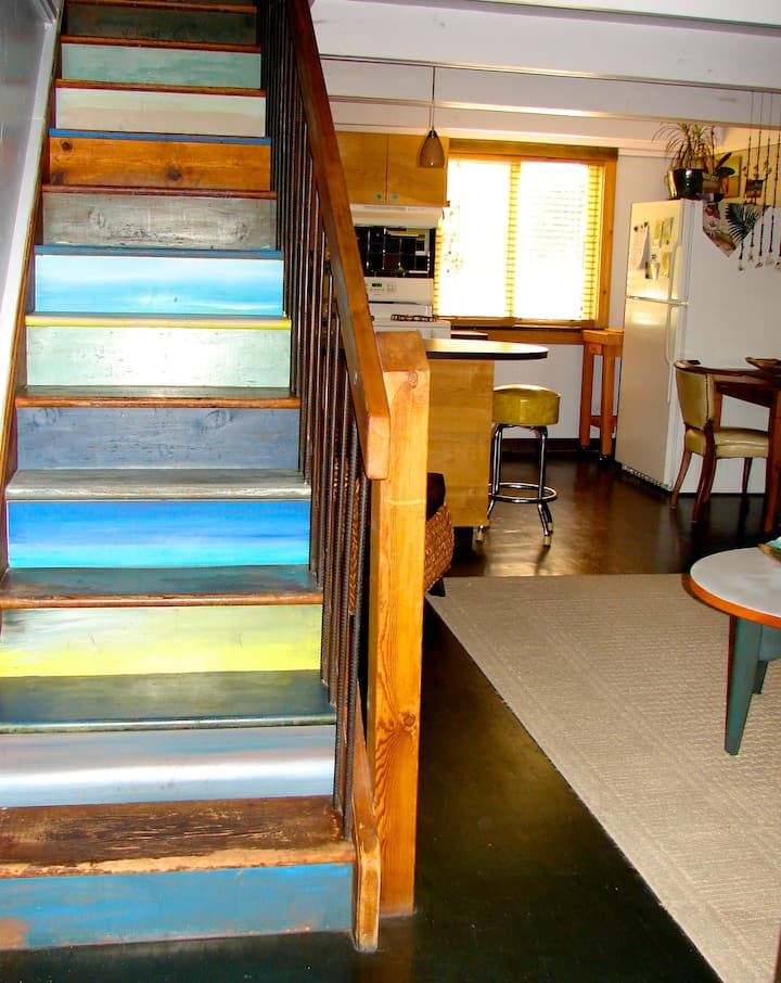 Artist Apartment, walk Downtown, CU, Boulder Creek