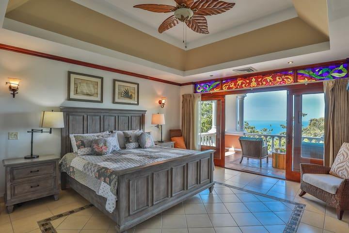 Villa Isabela: Perfect Location, Comfort & Views!