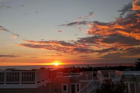 NEW 1 BR Sunny Apartment with Amazing Ocean Views! - Hermosa Beach - Huoneisto