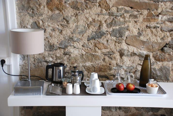 petit nécessaire pour la pose thé ou café, infusion