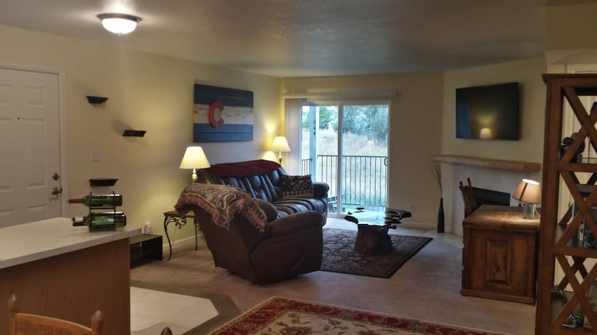 Relaxing Lakewood Condo near Green Mountain - Lakewood - Appartement en résidence