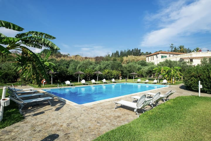Cozy Holiday Home with Swimming Pool in Santa Flavia