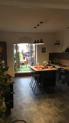 cuisine et terrasse couverte