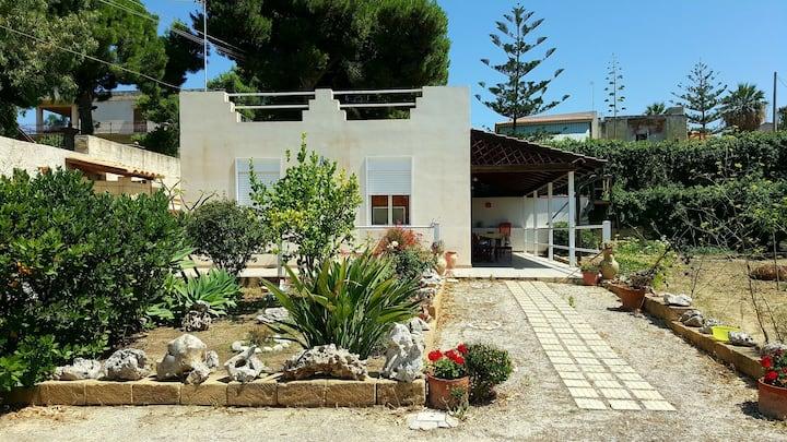 Nice House 300 mt far from the beach