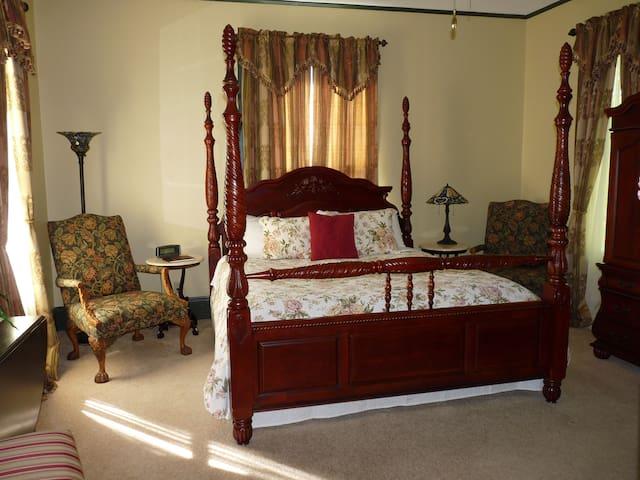 Austin Room - Hardeman House Bed & Breakfast
