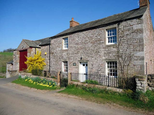 Greengill House: traditional farmhouse, updated - Morland - Hus