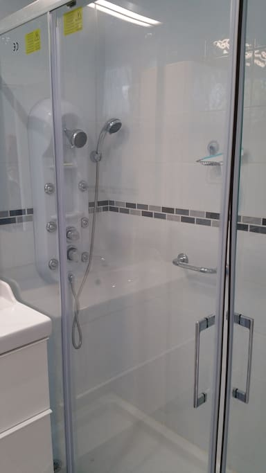 Shower is big enough for 2 or maybe 3 people!!!