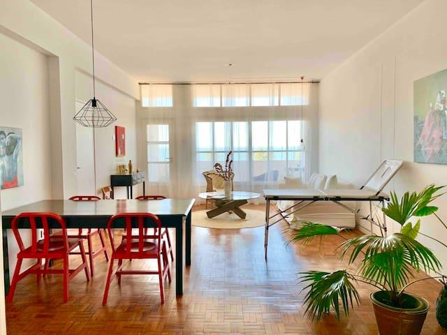 Bright & Spacious 2Bdr apartment in prime location