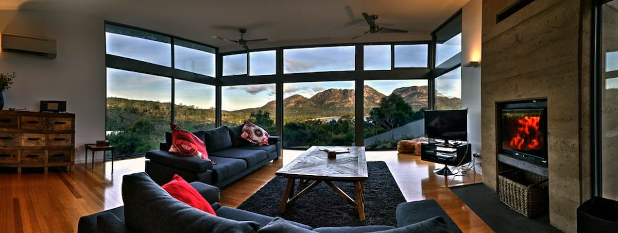 Relax and enjoy one of the best kept secrets in Coles Bay.