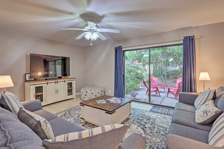 NEW! 'Beach Pebble' Townhome - 0.3 Miles to Ocean!