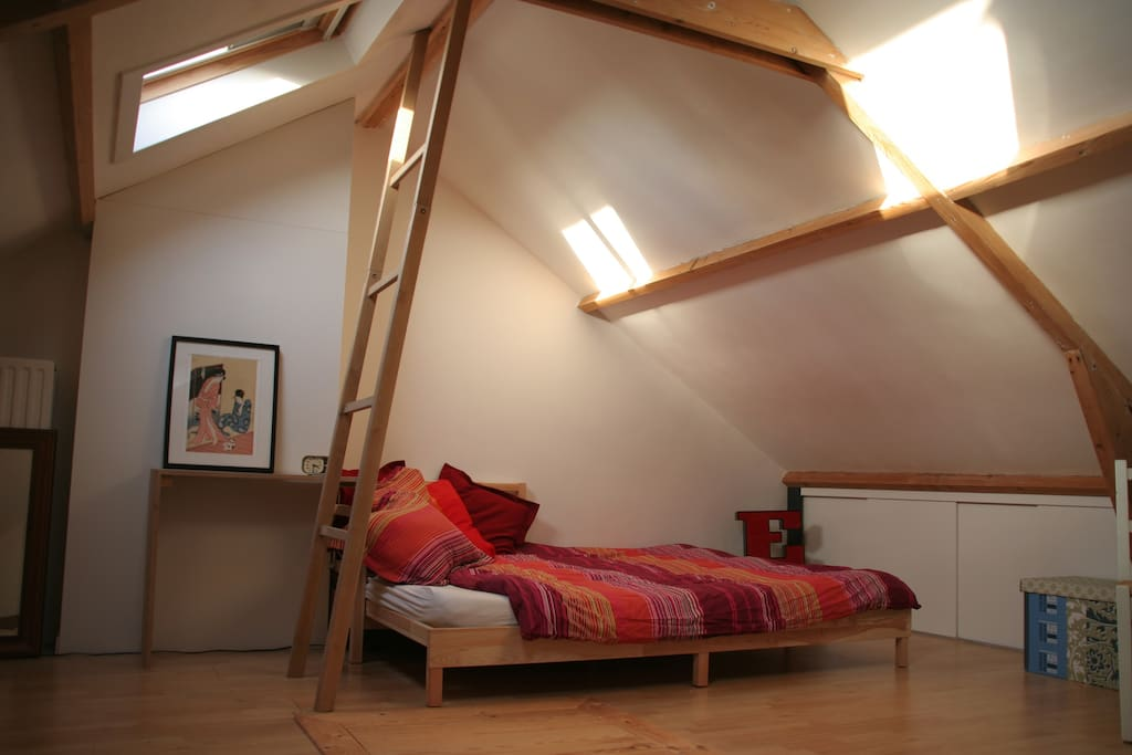 Light and spacious attic with double bed