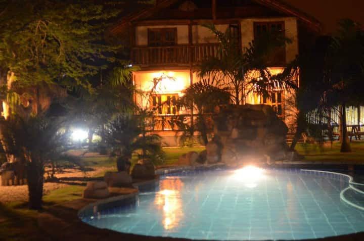 Ecolodge Montañita (whole place - up to 30 people)