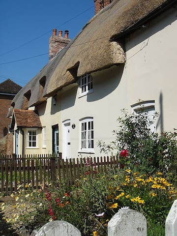 2 Bed Cottage, Romsey, Hampshire and New Forest - Hampshire - Hus