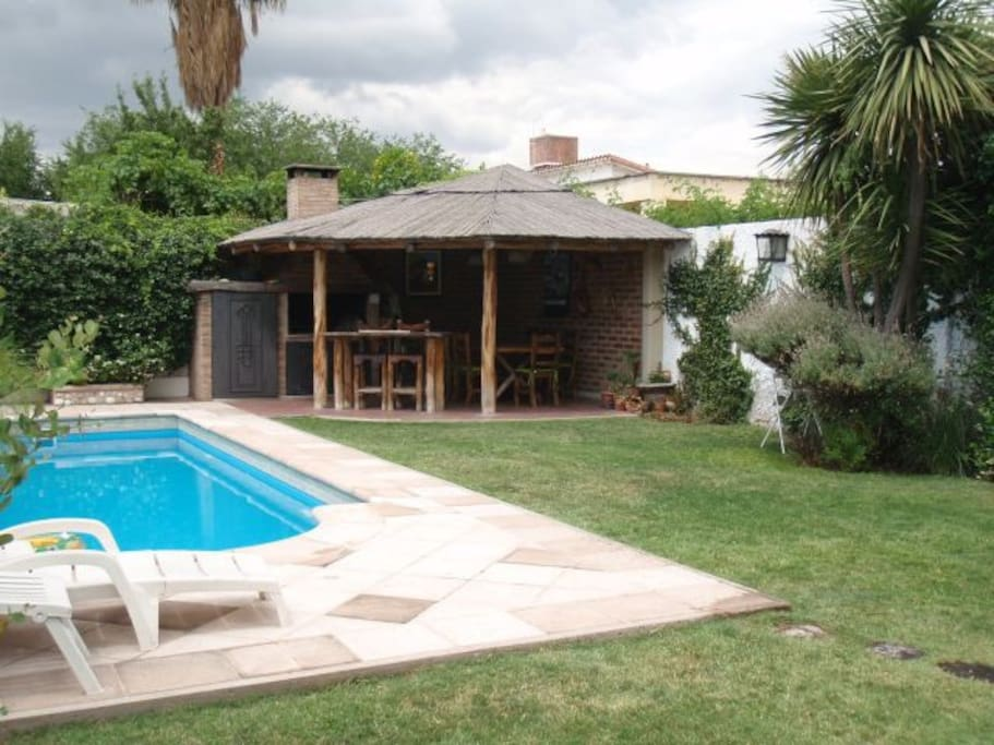 Casa en mendoza con piscina casas en alquiler en mendoza for Alquiler casa con piscina