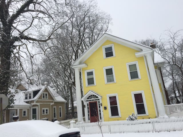 The Yellow House: midpoint btwn BroadRipple & city