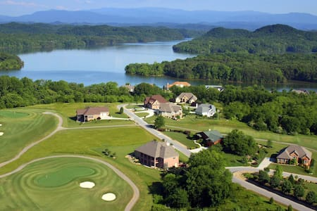 Tail of the Dragon Smoky Mtn Golf & Lake KingSuite - Vonore - 独立屋