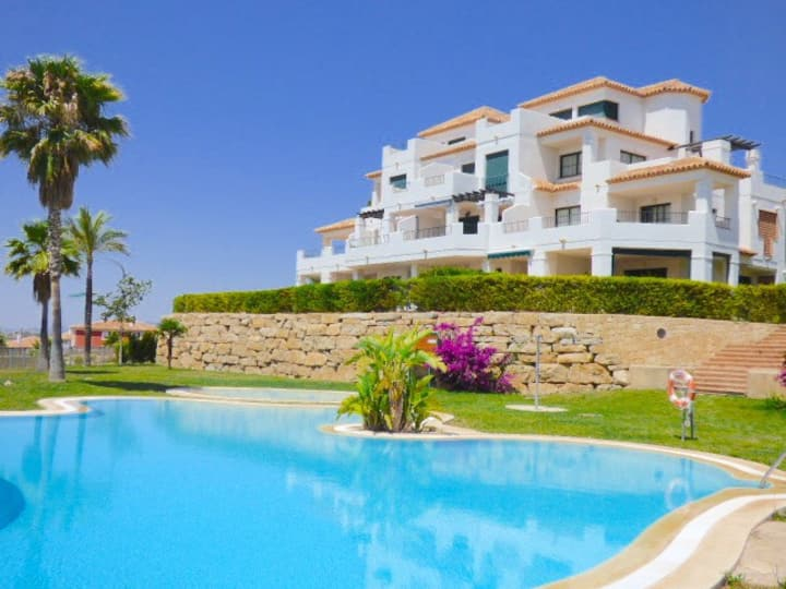 Lovely 3 Bedroom apartment with sea views & Pool