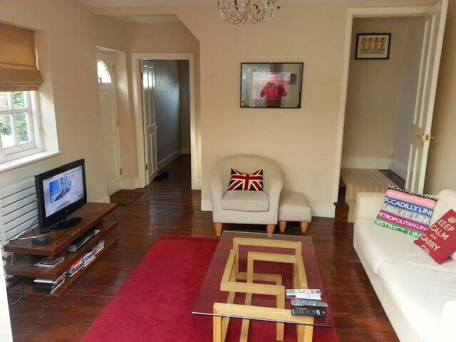 Great 2/3 bed cottage in centre - Twickenham